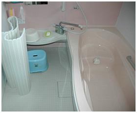 ゆったりとくつろげる大型浴槽