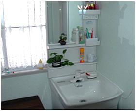 明るい洗面室へ生まれ変わり