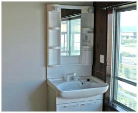 明るく開放的な洗面室へ変身