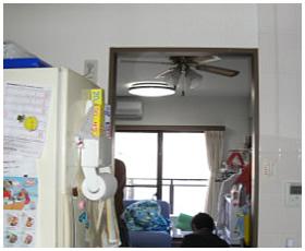 キッチンとダイニングを隔てる壁